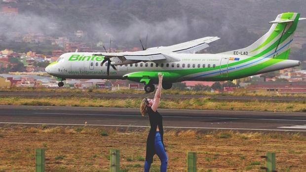 Un aparato de Binter, de nombre Baifo, llegando al Aeropuerto Tenerife Norte en julio
