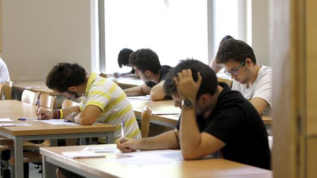 Alumnos estudiando en Toledo