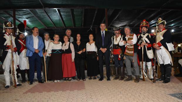 El presidente de la Diputación con los protagonistas de las representaciones de «Francisquete»