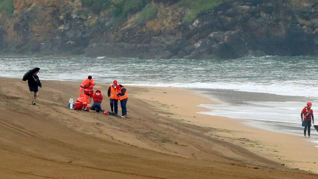 Imagen de archivo de un eimulacro de ahogamiento en una playa de Tenerife