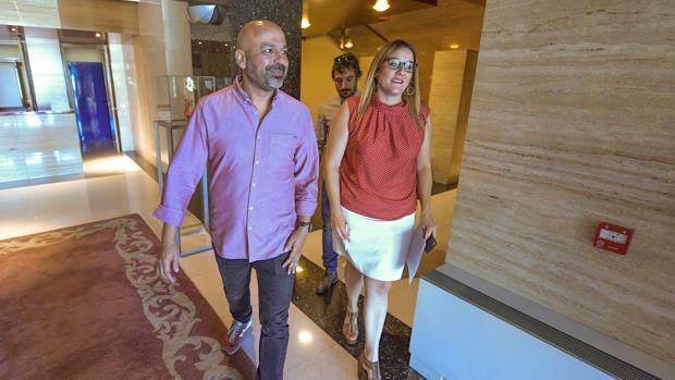 José García Molina junto a María Díaz en las Cortes de Castilla-La Mancha