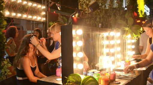 Estand de maquillaje en el recinto del Arenal Sound 2017