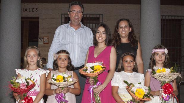 Las Reinas y Damas junto al alcalde de Bargas, Gustavo Figueroa, y la concejal de Festejos, Sandra Hernández
