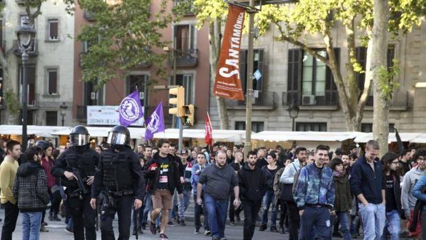 Miembros del grupo Arran en la manifestación del Primero de Mayo por la Izquierda Alternativa