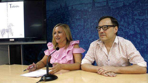 La concejala Puig y el diseñador Sánchez este martes en rueda de prensa.