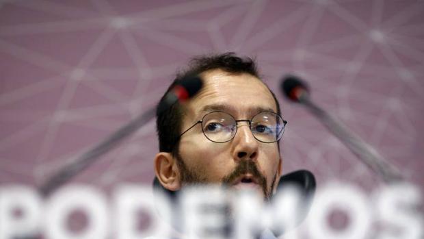 Pablo Echenique durante una rueda de prensa en la sede de Podemos