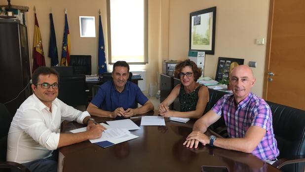 Imagen de la reunión de Hidraqua y el Ayuntamiento de Los Montesinos