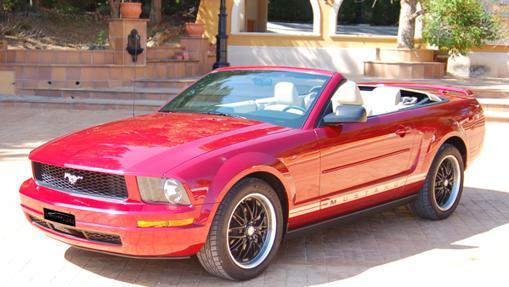 Uno de los coches de alquiler, el Ford Mustang descapotable