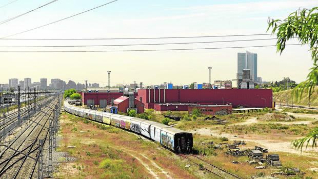 Los terrenos de vía férrea donde se levantará parte de la llamada Operación Chamartín
