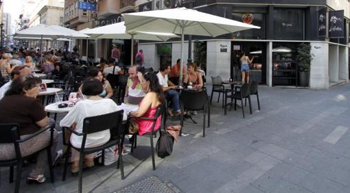 Terrazas en la calle Castaños de Alicante