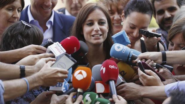 Levy, atendiendo a los medios de comunicación, el pasado mes de julio