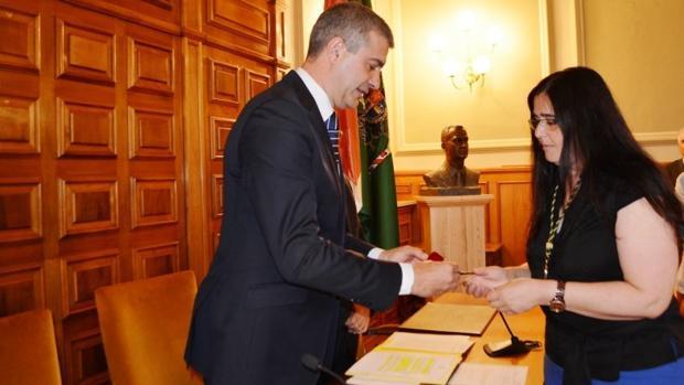 Alicia Benito toma posesión de su cargo como diputada provincial