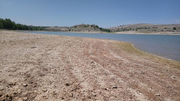 Embalse de Linares del Arroyo (Segovia), al 37,8% de su capacidad