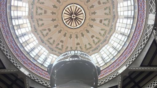 Imagen de la escultura de Lladró vista desde abajo