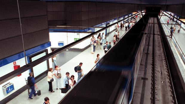 Pasajeros en una estación de Metro de Madrid