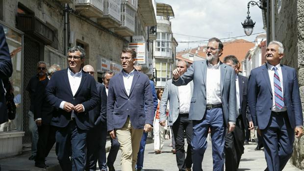 Feijóo y Rajoy durante su visita al concello de Chantada