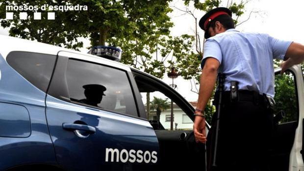 Los Mossos investigan la muerte de una madre y su hijo en un piso de Barcelona
