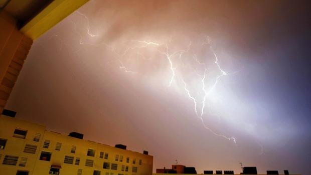 Imagen de archivo de una tormenta en Alicante