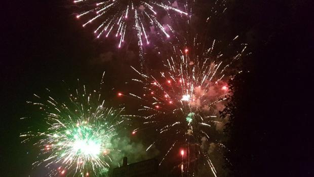 Fuegos artificiales en San Lorenzo en los primeros minutos de este segundo jueves de agosto de 2017