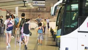 Viajeros en la estación de Santiago