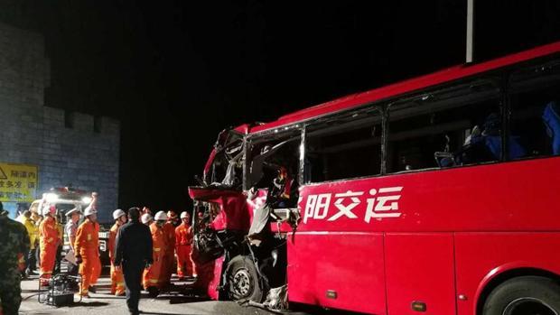 Al menos 36 personas muertas en un accidente de autobús en China