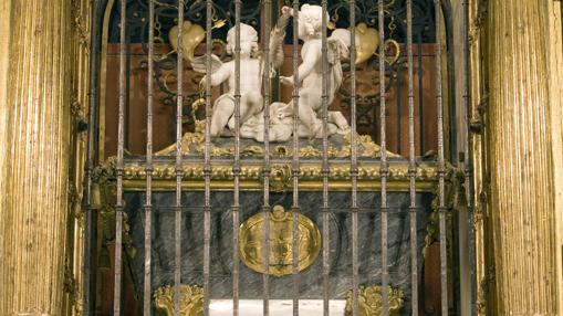 Detalle del sepulcro de Santa Teresa, en el monasterio