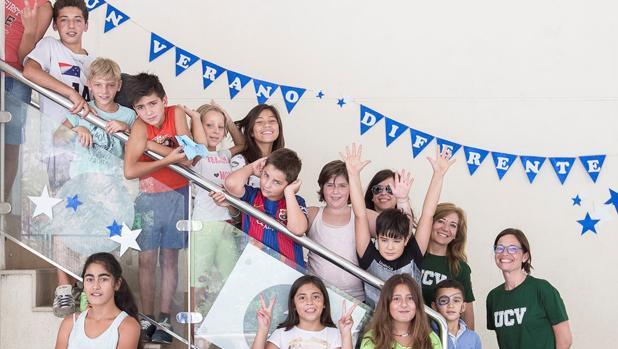Imagen de los niños y jóvenes del proyecto «Un verano diferente»