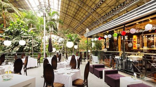 Mesas preparadas en las instalaciones del restaurante en Atocha