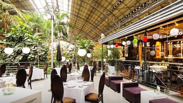 Mesas preparadas en las instalaciones del restaurante en la estación de Atocha