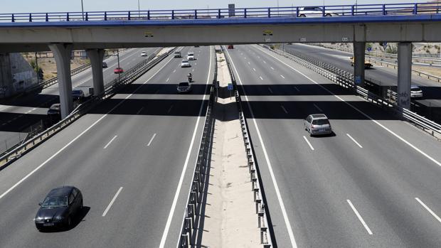 Imagen de la A-3 en el inicio del fin de semana del puente de agosto