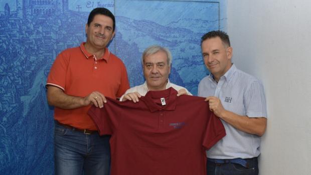 El concejal Pérez del Pino, en el centro, flanqueado por Ortega y Sánchez