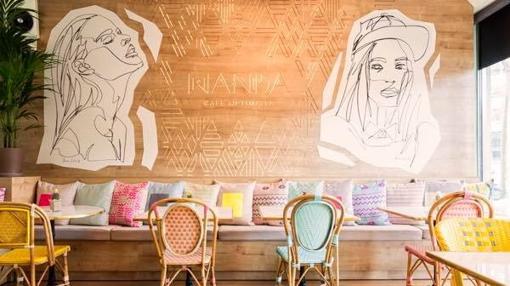 Mural interior del restaurante-café