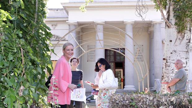 Cristina Cifuentes, durante una visita a la Finca Vistalegre