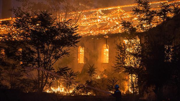 Incendio en una fabrica de ladrillos abandonada en la localidad zamorana de El Perdigón