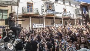 Izal, rurante un momento de su actuación en la Plaza del Grano de Aranda de Duero