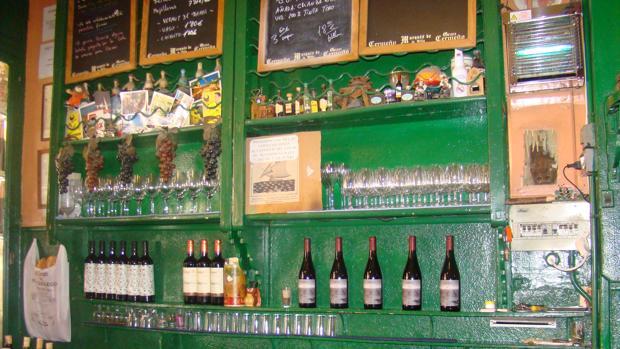 El vino de la casa es aragonés y se sirve vermú Izaguirre