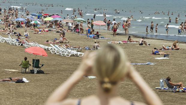 Imagen de la playa de Las Arenas de Valencia a principios de agosto