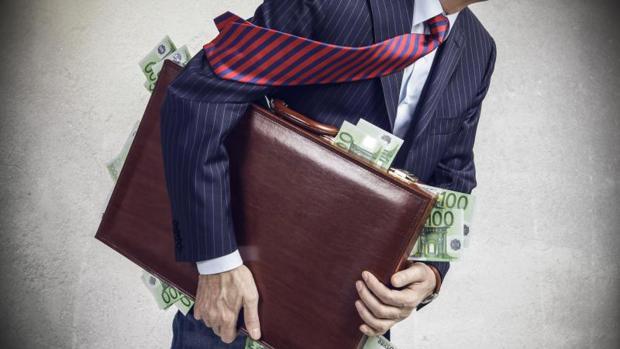 Imagen de archivo de un maletín con dinero