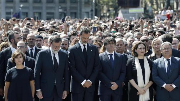 Minuto de silencio por los atentados en Barcelona, con el Rey a la cabeza