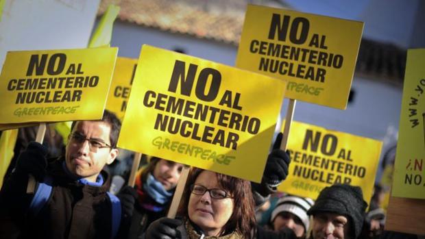 Manifestación de Greenpeace en contra del ATC de Villar de Cañas, en Cuenca