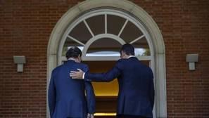 Rajoy y Sánchez se comprometen a «defender la democracia y la legalidad» frente al secesionismo