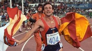 Fermín Cacho, al finalizar la prueba de 1500 metros en la que consiguió la medalla de oro olímpica en Barcelona