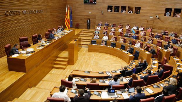 Imagen del hemiciclo durante el pleno de las Cortes este viernes