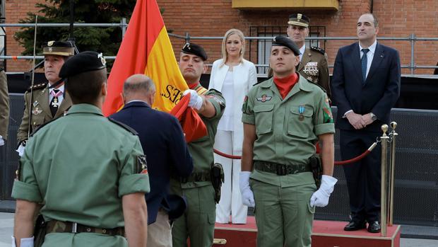 La presidenta Cifuentes, durante la jura de bandera de civiles organizada el pasado sábado en Algete