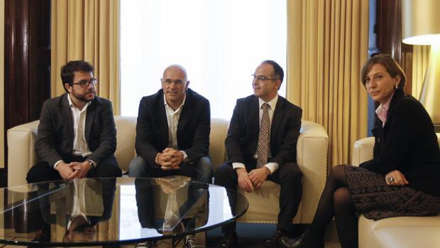 Carme Forcadell, con Pere Aragonés, Raül Romeva y Jordi Turull