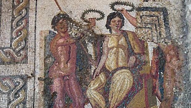 Detalle de uno de los delicados mosaicos hallados en esta antigua villa romana