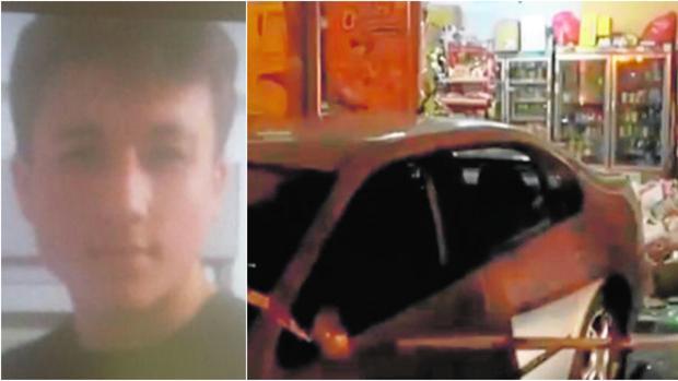 A la izquierda, Aarón, el joven que conducía el vehículo (derecha) que se estrelló contra la tienda de alimentación