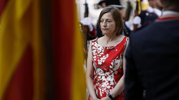 La presidenta del Parlament, Carme Forcadell, en la ofrenda floral