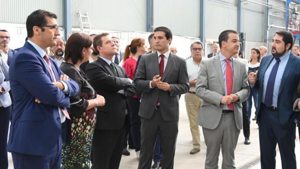 Emiliano García-Page durante su visita a la planta Clamber de Puertollano