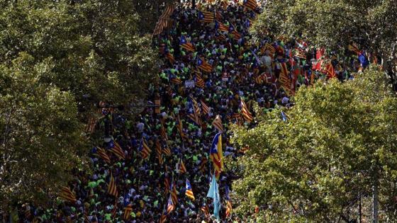 Centenares de manifestantes aguardan el inicio de la manifestación